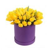 31  желтый тюльпан в шляпной коробке
